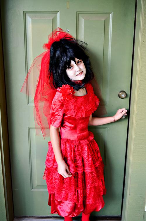 Bless her heart my girlie loves her some tim burton for Lydia deetz wedding dress